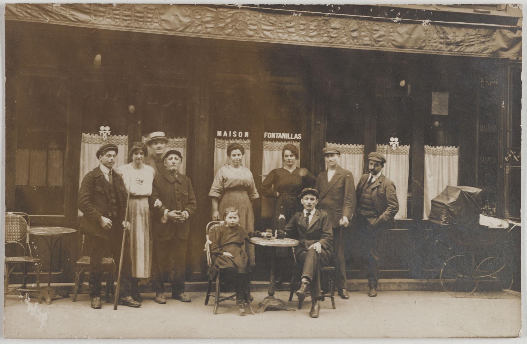 1913-1920. Кафе. 14, rue Berzélius (17-й округ). Сейчас на этом месте офис кинокомпании