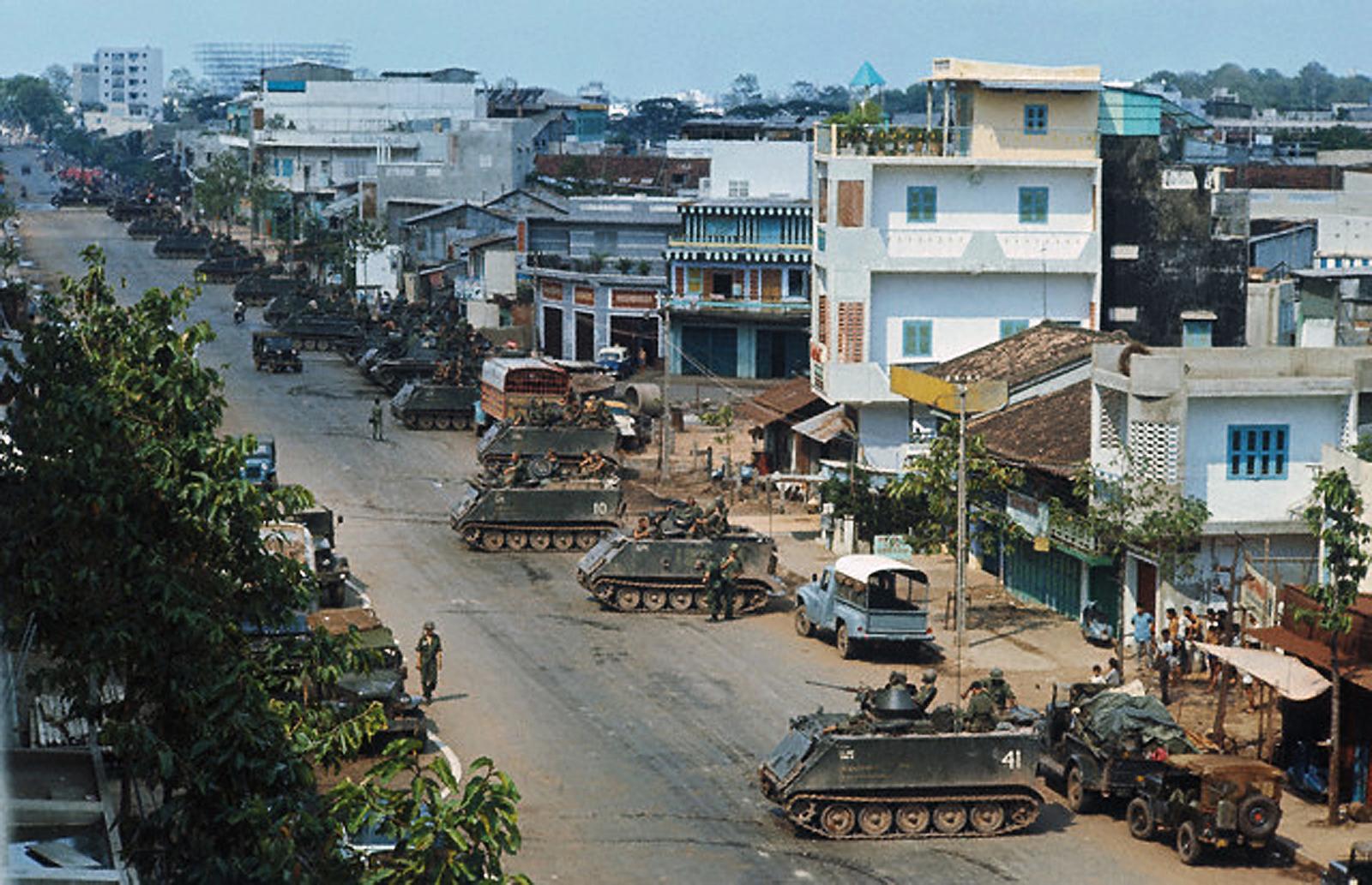 В районе Тёлон во время наступления коммунистов. 9 мая
