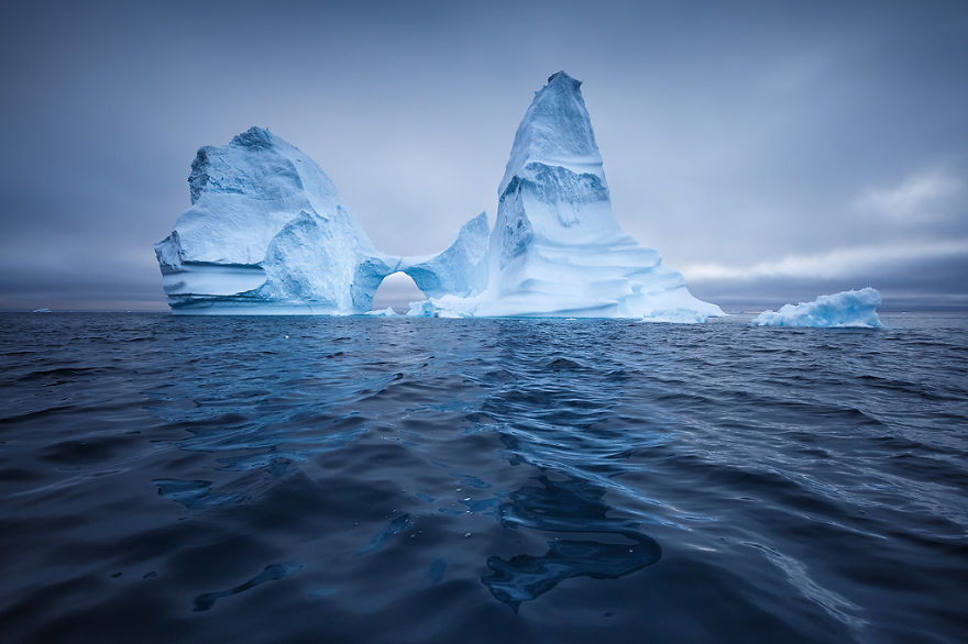 the-icebergs-of-disko-bay-that-i-captured-from-a-russian-yacht-near-greenland-2__880.jpg