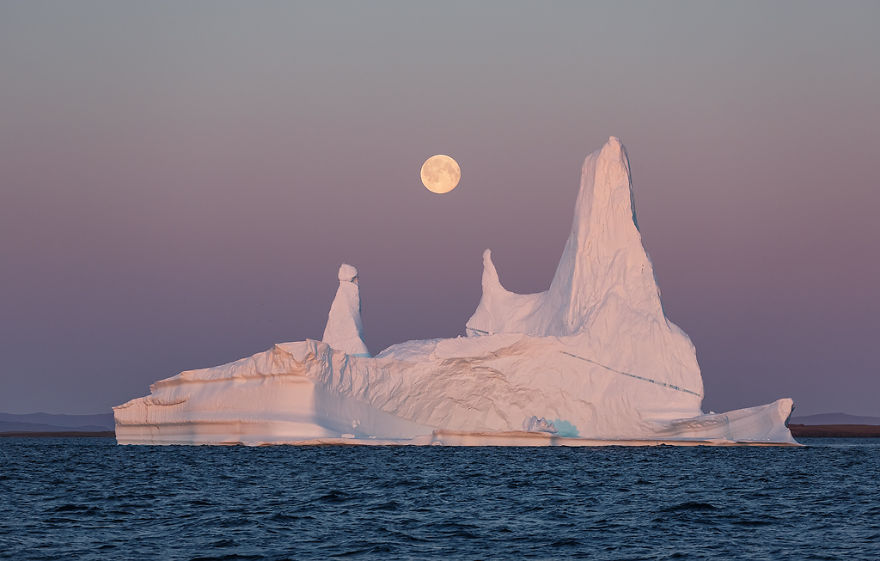 the-icebergs-of-disko-bay-that-i-captured-from-a-russian-yacht-near-greenland-6__880.jpg