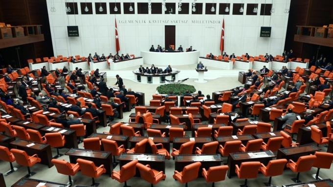 Правительство Турции решило продлить режим чрезвычайного положения