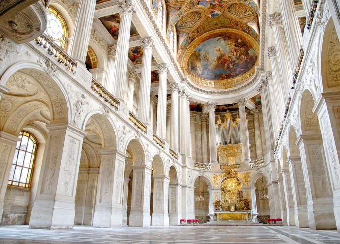 Дворцовая церковь Версаля.    Но самое удивительное то, что при всем великолепии дворца архитек