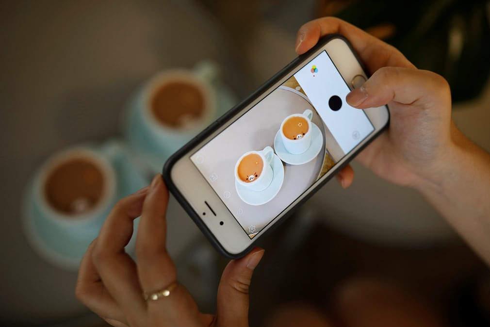 Ли Кан-бинь: кофейный художник воссоздает в чашках известные картины