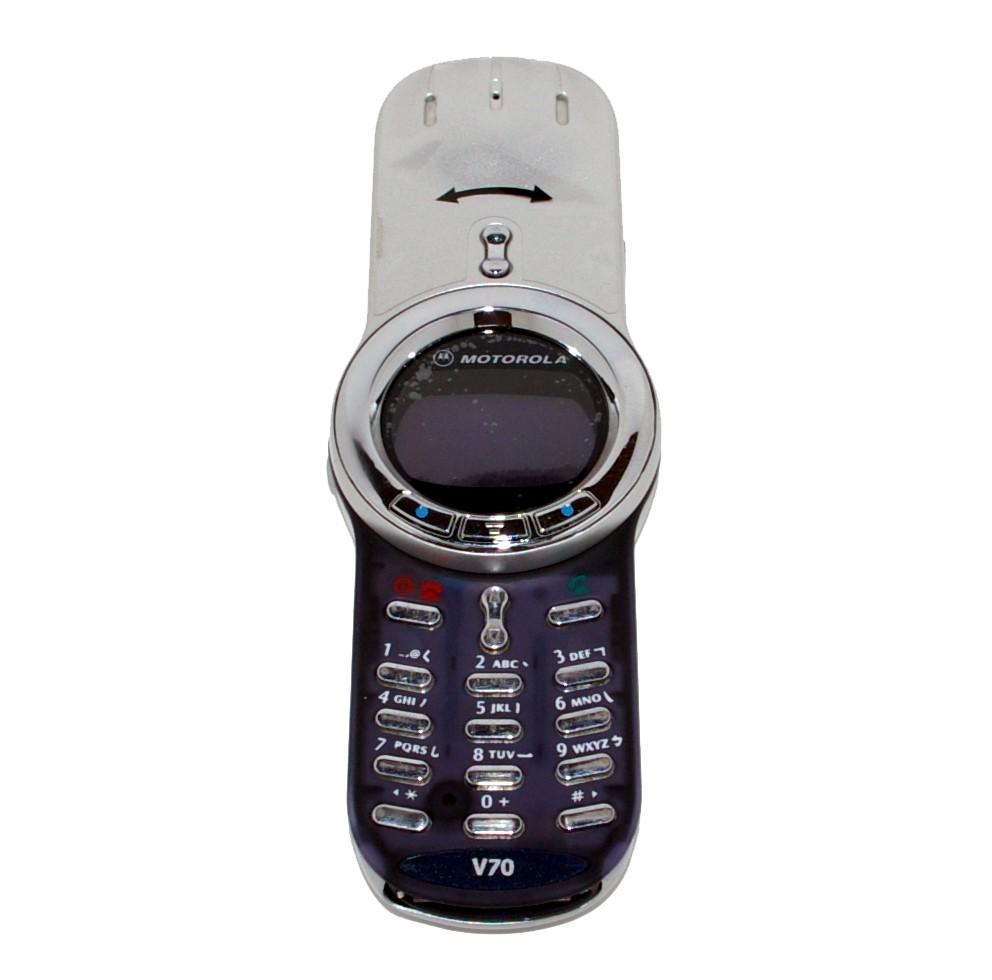 15 лет назад, когда этот телефон был выпущен, он стоил примерно 400 долларов. V70 мог похвастаться т