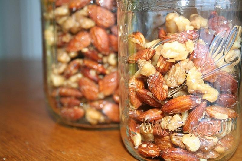 25. Орехи нужно пожарить как можно быстрее после покупки. Жареные орехи сохраняют вкус и аромат доль