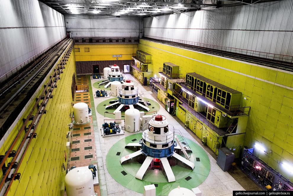 10. Гидрогенераторы для Вилюйской ГЭС были изготовлены на новосибирском заводе «Сибэлектротяжмаш» (с