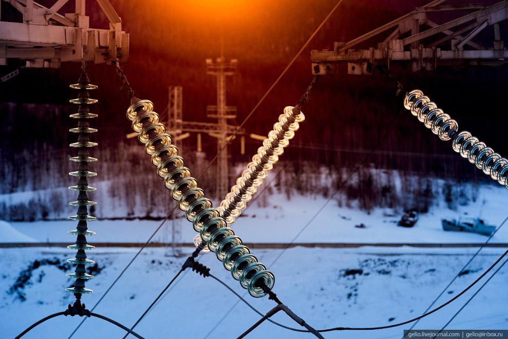 37. В 2005 году каскаду Вилюйских ГЭС было присвоено имя первостроителя станций, Героя Социалистичес