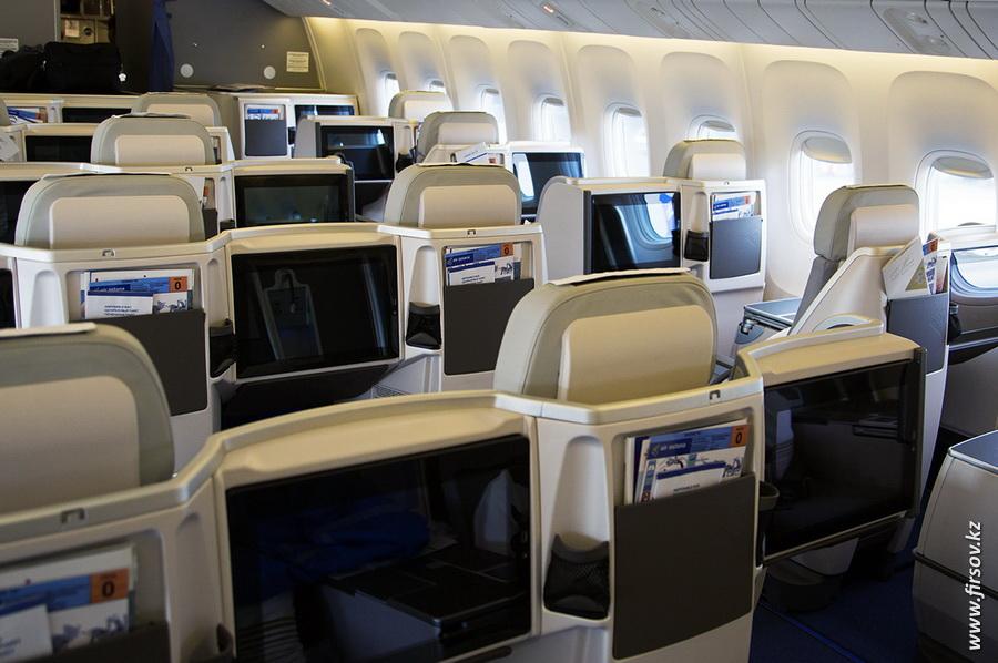 Boeing-767_Air_Astana14.JPG