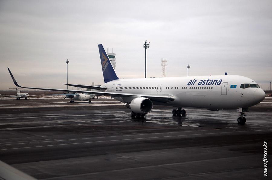 Boeing-767_Air_Astana15.JPG