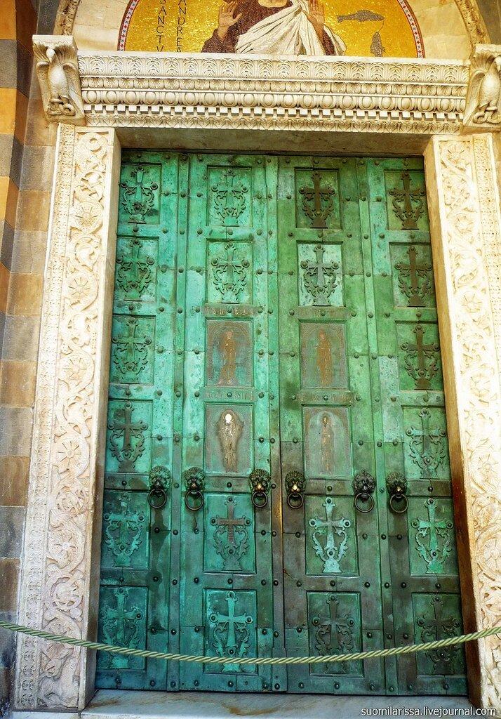 Бронзовые двери