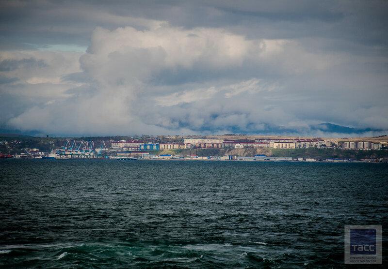Морской порт Корсаков и кусочек Охотского моря