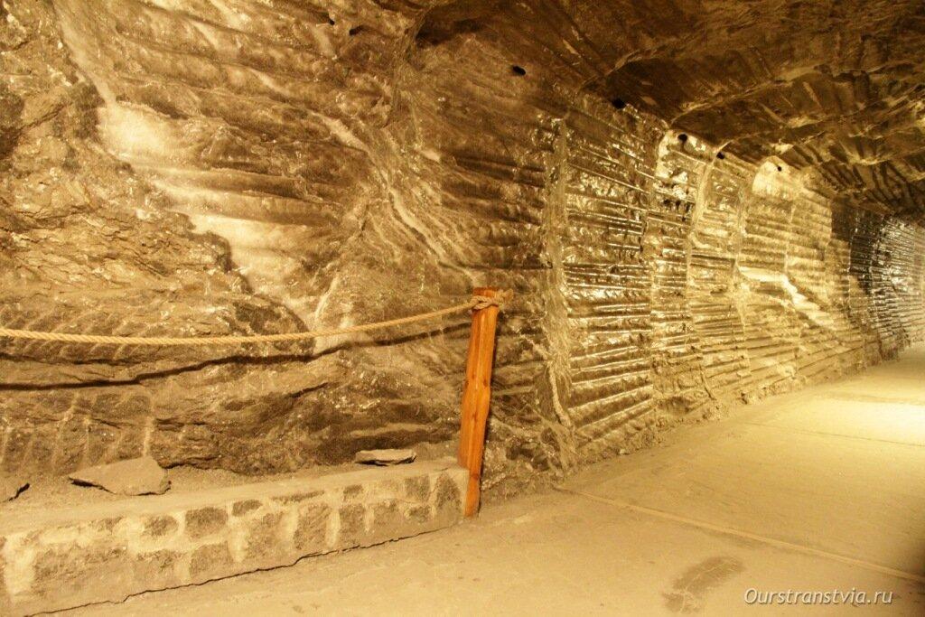 Подземные переходы соляной шахты в Величке