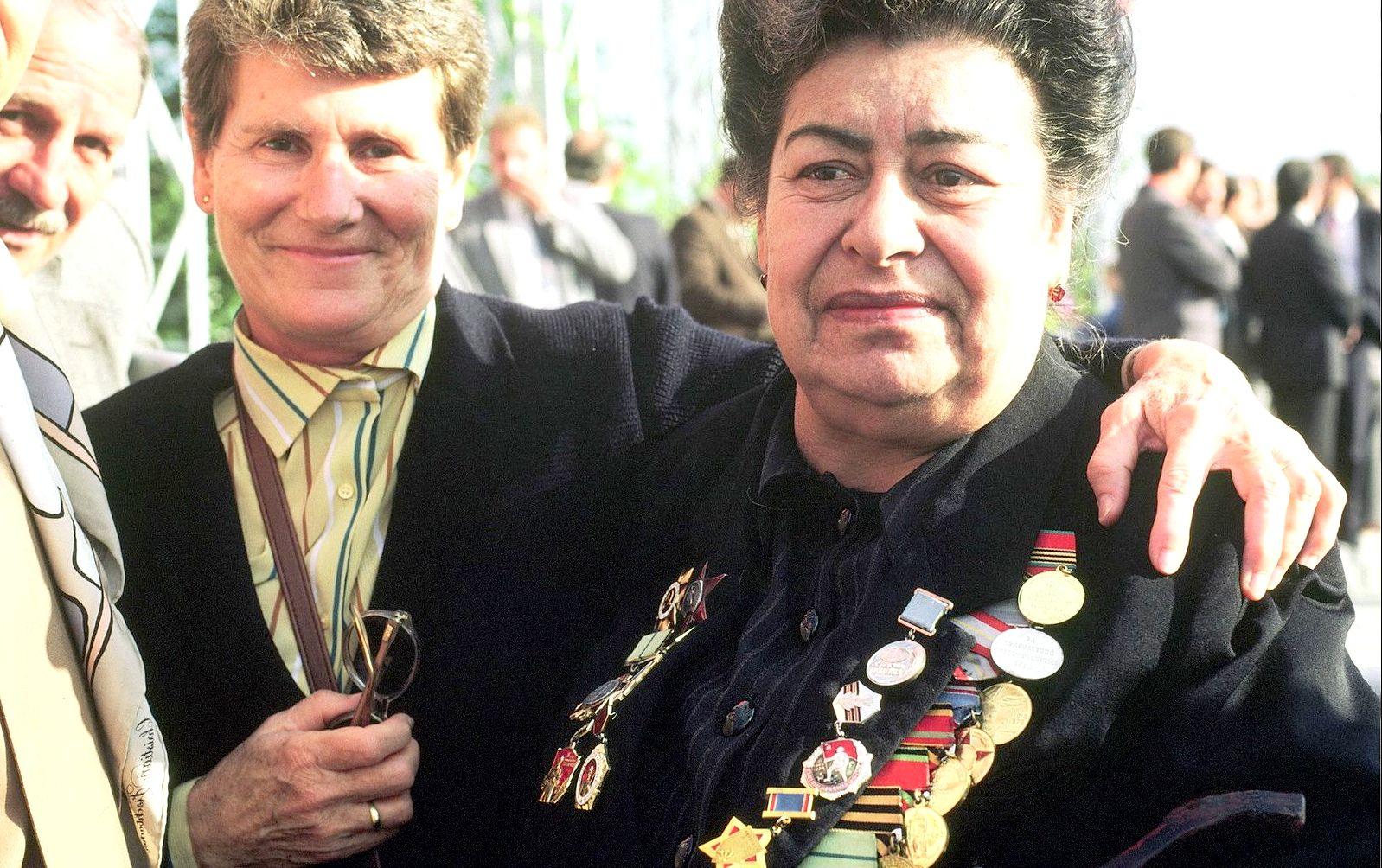 Ташкент. Первомай  Она была на войне снайпером, теперь министр сельского хозяйства