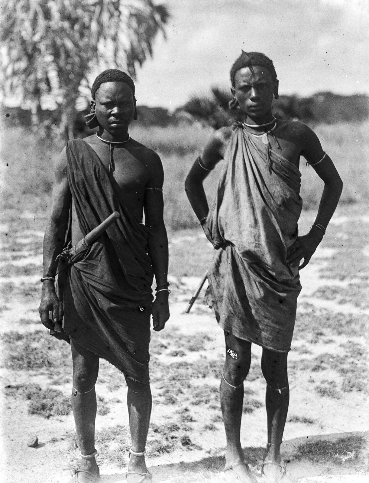 119. Портрет двух мужчин доробо