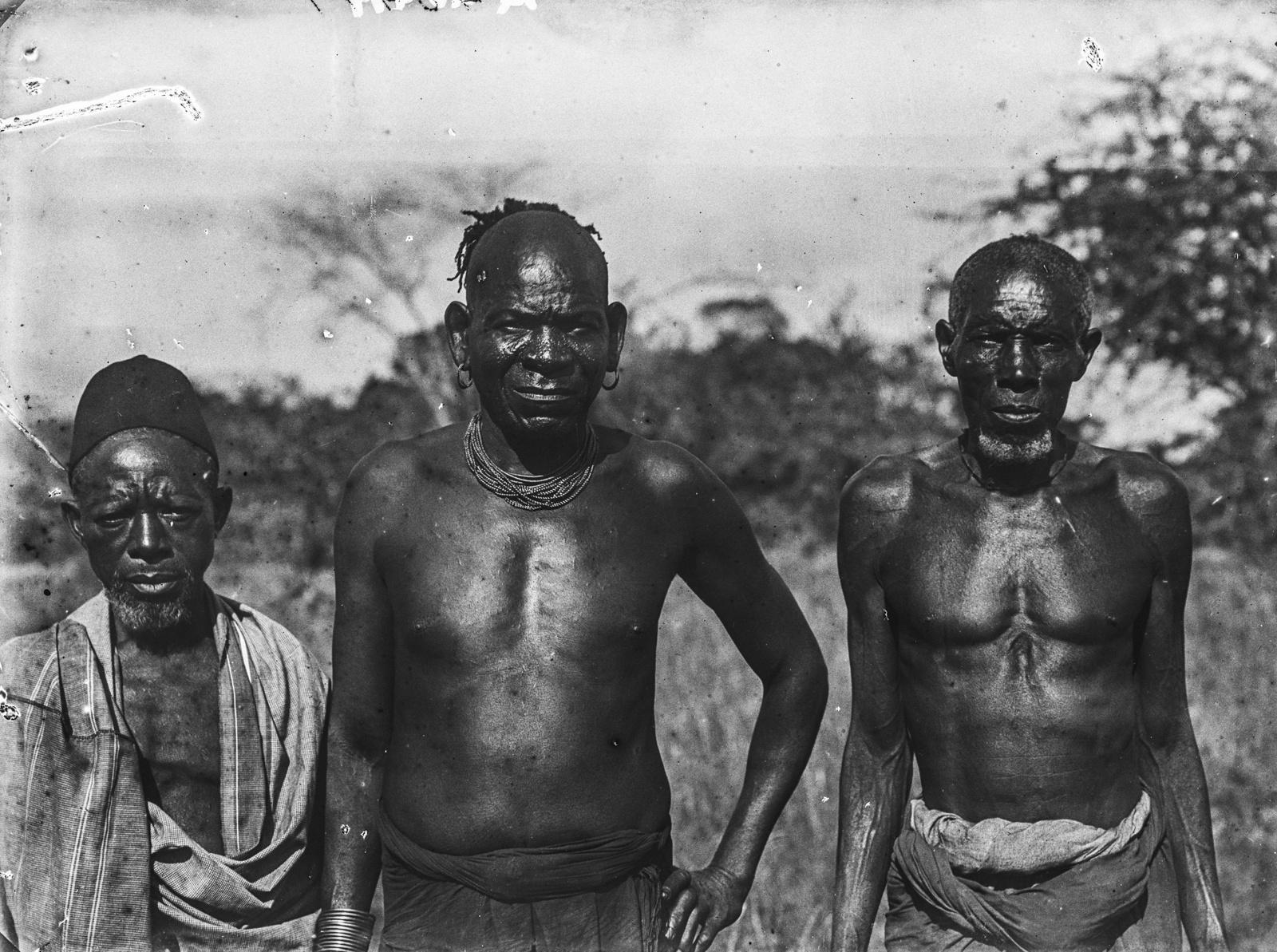 121. Мужчины народностей диго, таита, а так же человек неопределенной этнической принадлежности