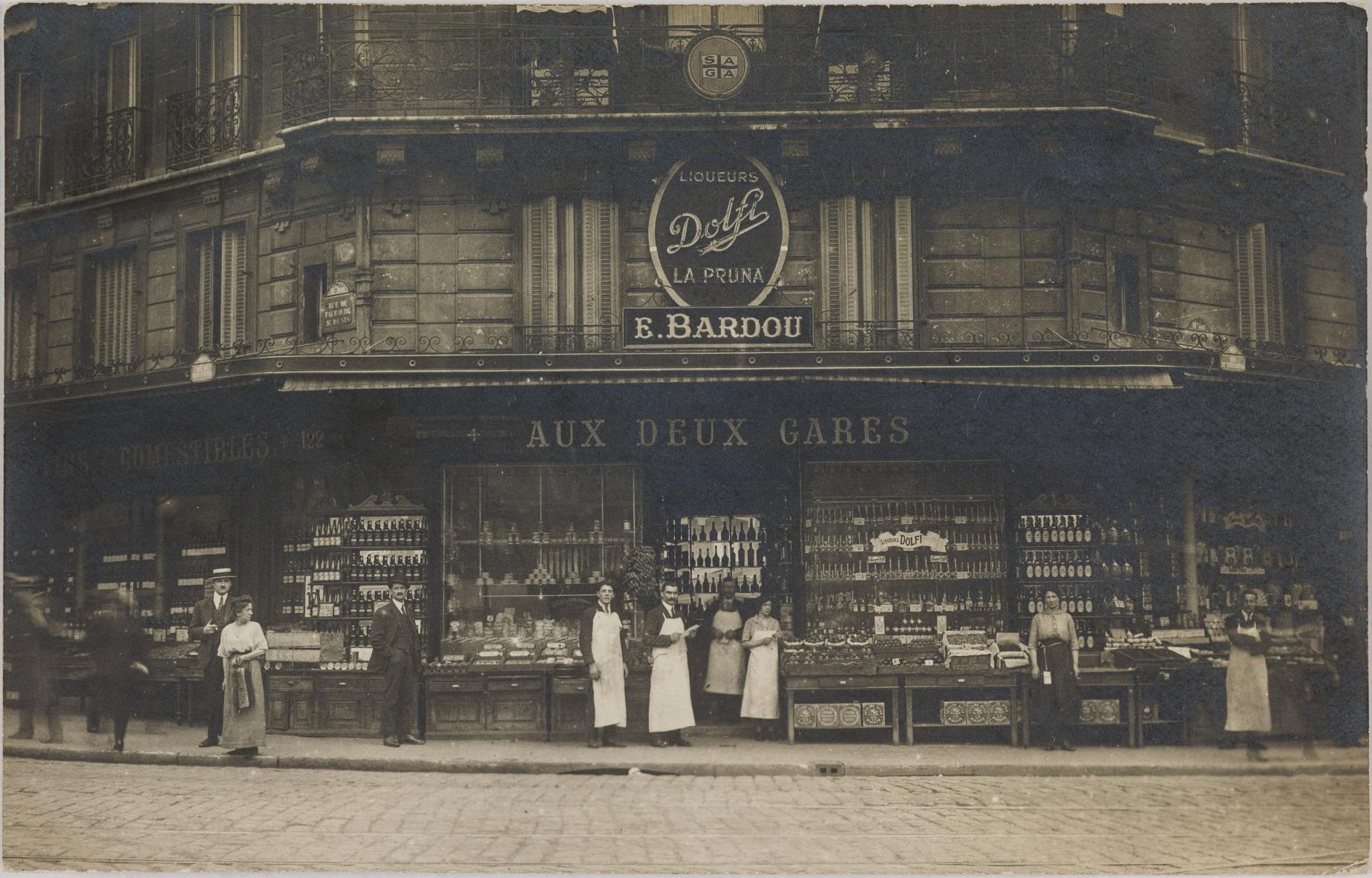 1909-1915. Продукты и алкоголь, 14, rue de Strasbourg и 122 rue du Faubourg Saint-Denis (10-й округ). Сейчас гриль-бар и магазин аксессуаров