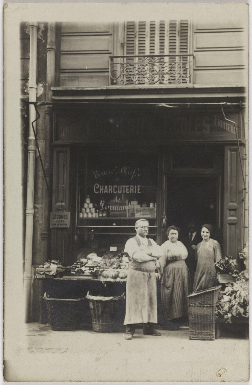1915-1920. Молочные продукты, бакалея, фрукты. Rue des Ecoles