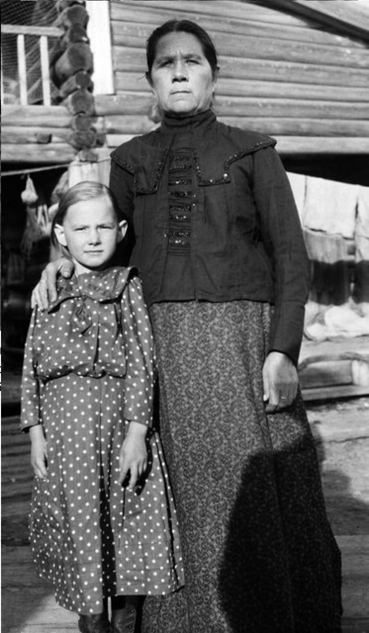 Девочка с матерью