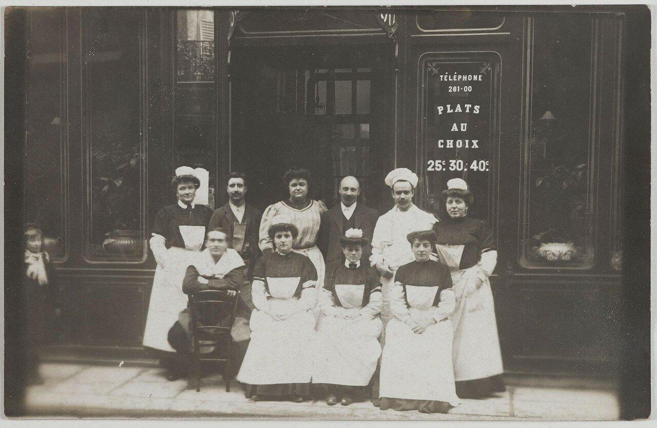1900-1911. Кафе. 21, rue du Pont-neuf (1-й округ). Сейчас на этом месте Creapole, Учебный центр