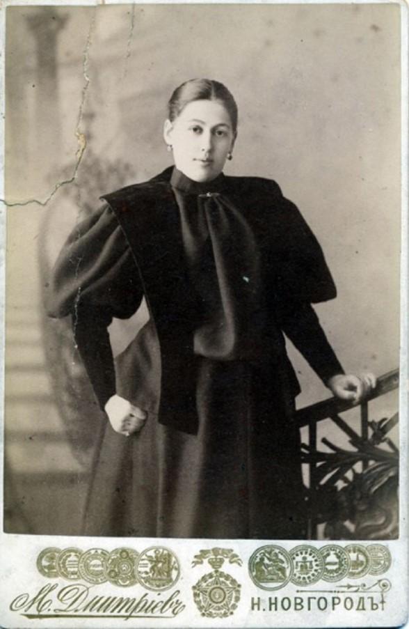 Портрет Анны Филипповны в темном платье (жены М.П. Дмитриева)