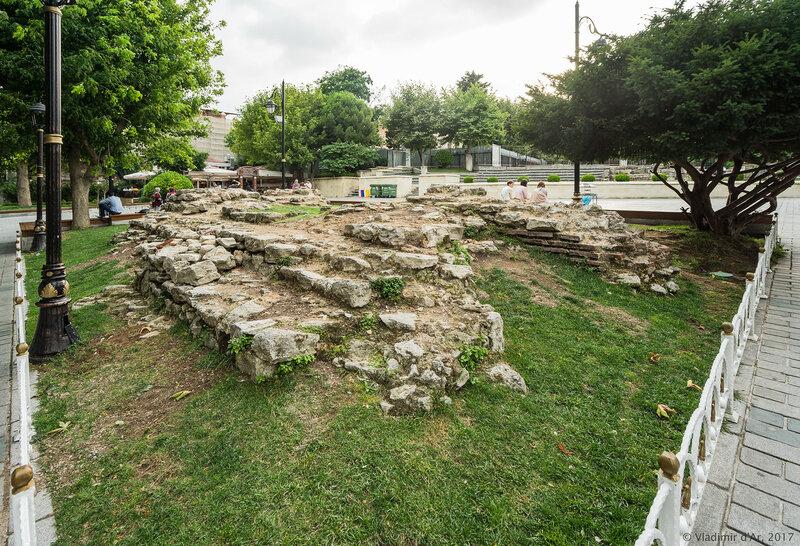 Султанахмет. Руины Ипподрома.