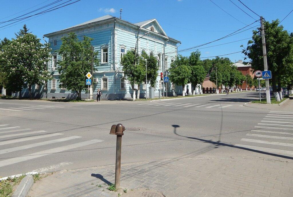 Мемориальный одиночный комплекс с крестом Ишим Мемориальный комплекс из двух видов гранитов Туринск