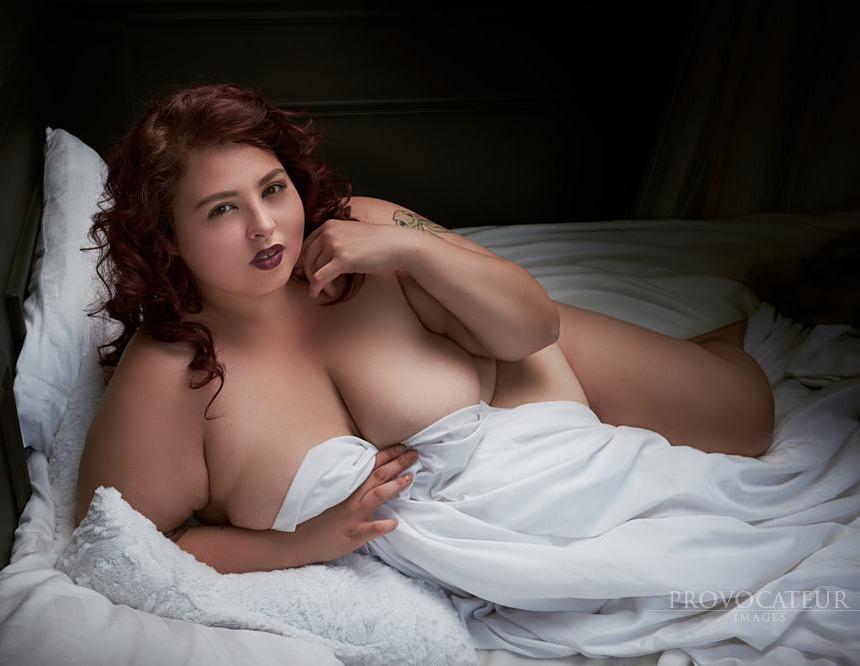 Крупная девушка выкладывает откровенные снимки в Instagram, призывая любить свое тело 25летняя, полным, откровенные, снимки, Instagram, чтобы, изменить, негативное, отношение, общества, людям, Джулианна, пользователи, социальной, одобряют, благородные, порывы, девушки, страницу, подписаны