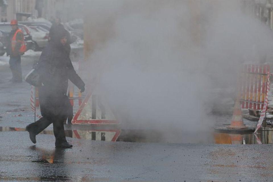 Жительница Петербурга получила тяжелые ожоги из-за прорыва трубы сгорячей водой