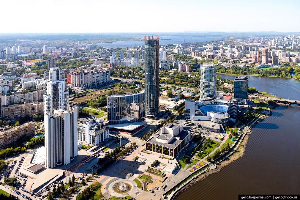 14. Башня «Исеть» — небоскрёб высотой 52 этажа, 206 метров.