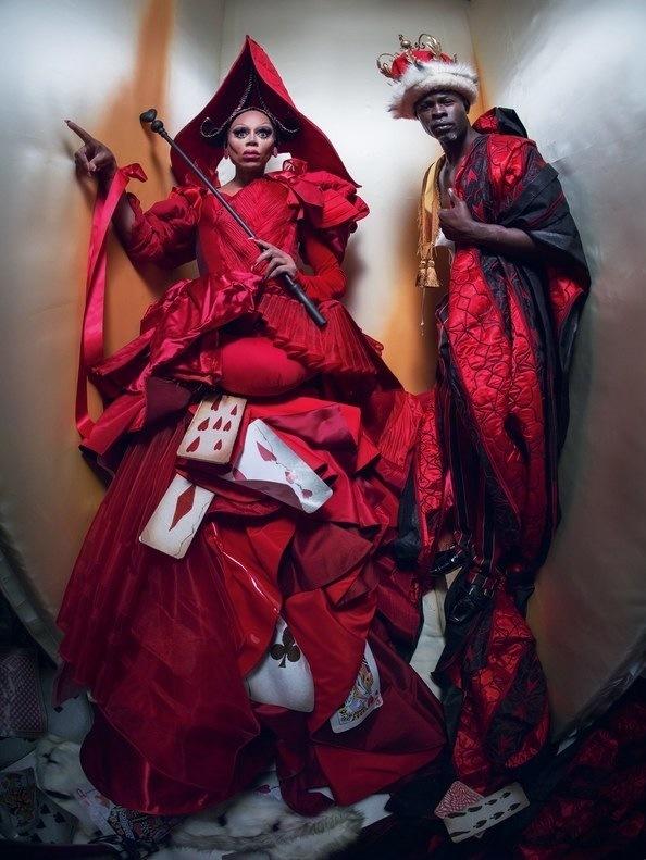 Ру Пол и Джимон Хонсу — Королева и Король Червей.   Другие герои съемки: австралийская модель А