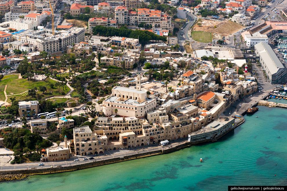 8. История города началась около 4000 лет назад. Поселение и порт поочередно попадали в руки египетс