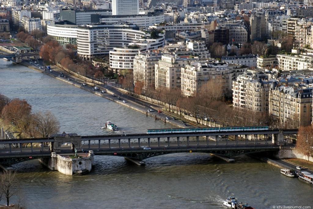 8. Западная сторона. Мост Бир-Хаким (1903-1905 годов постройки) через Сену, с проходящим поездом мет