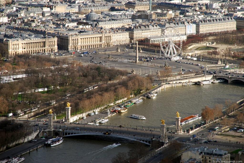 19. Великолепнейший мост Александра III. Был заложен в ознаменование франко-русского союза император