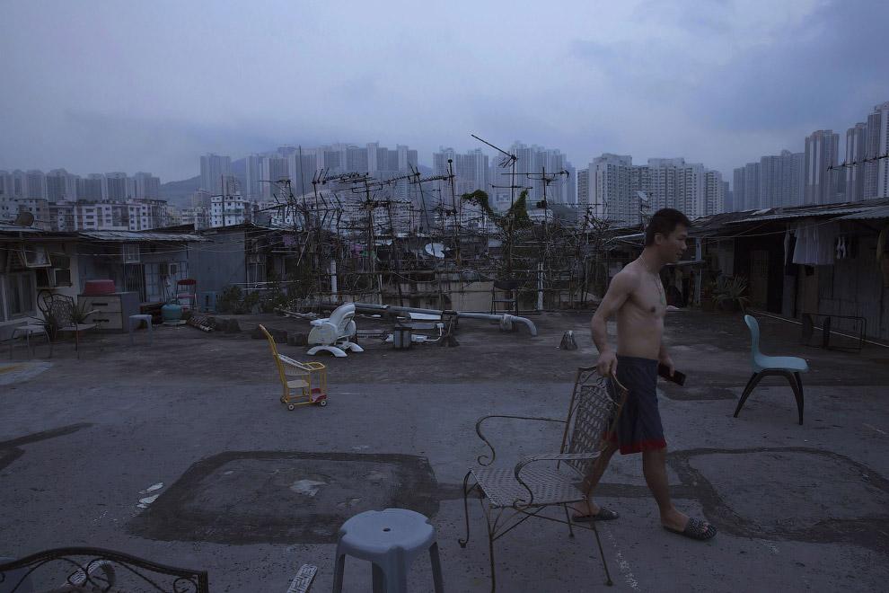 14. Да, важное замечание: на два десятка «домов-гробов» приходится один санузел. (Фото Kin Cheung):