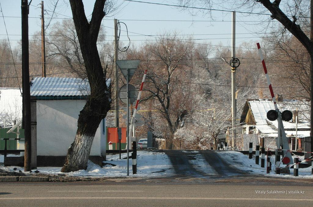 ЖД переезд Алматы.