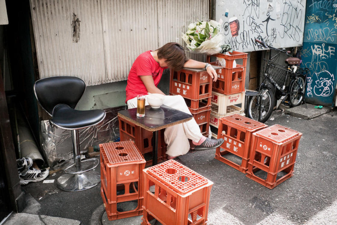 Drunk in Tokyo – Photographer documents the effects of alcohol in Japan