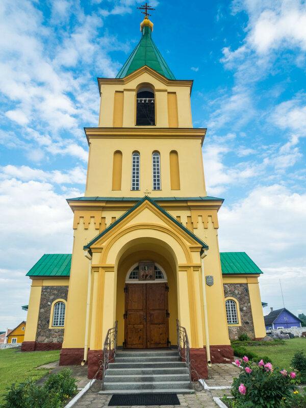 В Острино есть ухоженная церковь