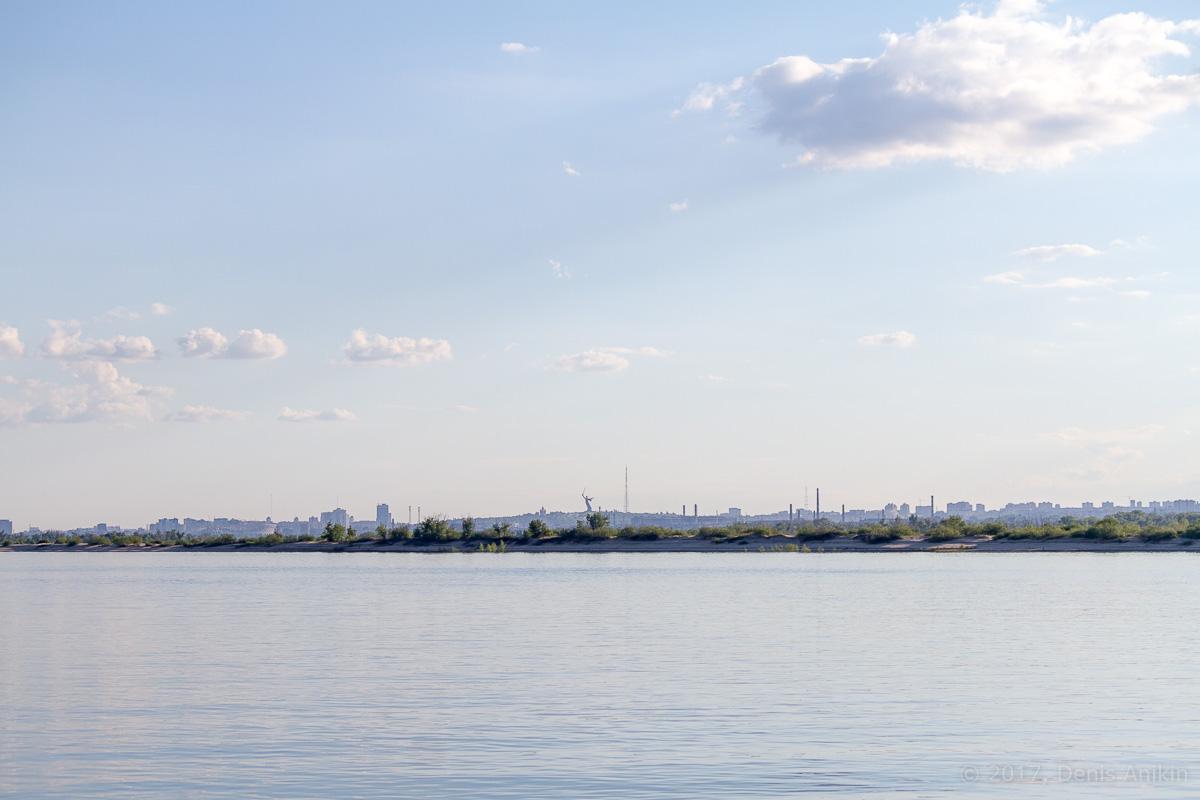 проплывая Волгоград фото 1