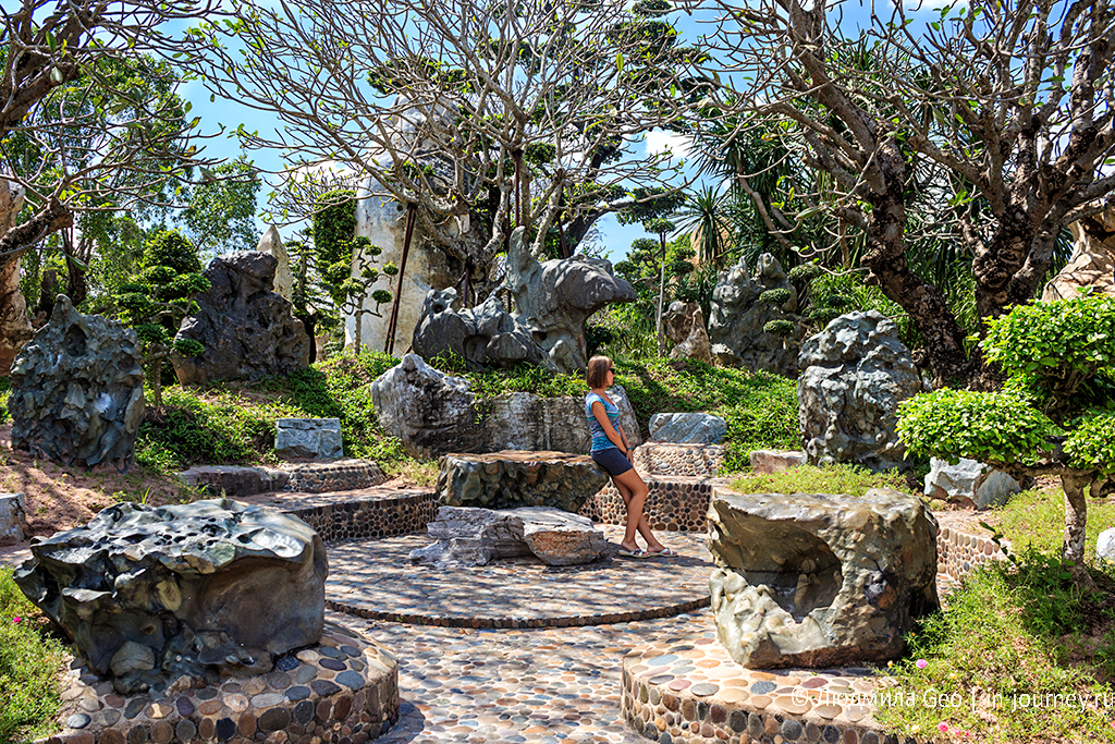 круг камней в парке миллионолетних камней