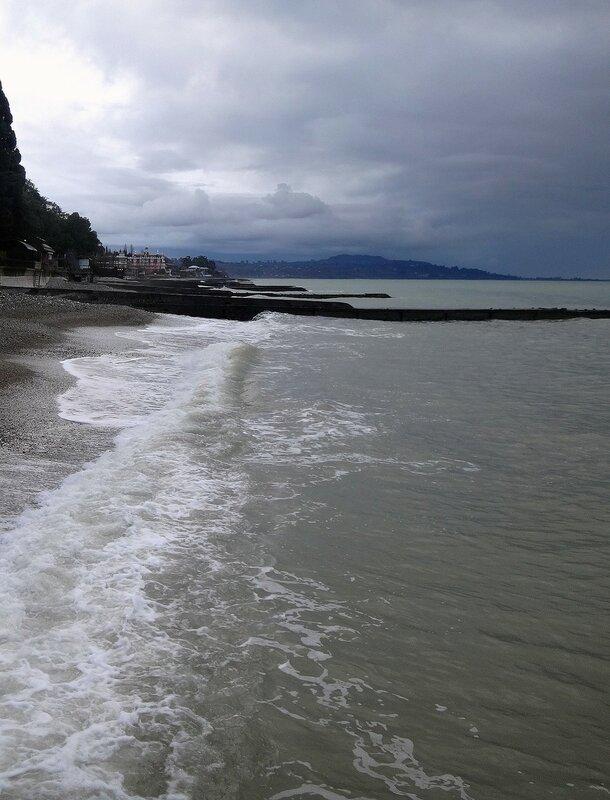 У моря в Абхазии, январь.JPG