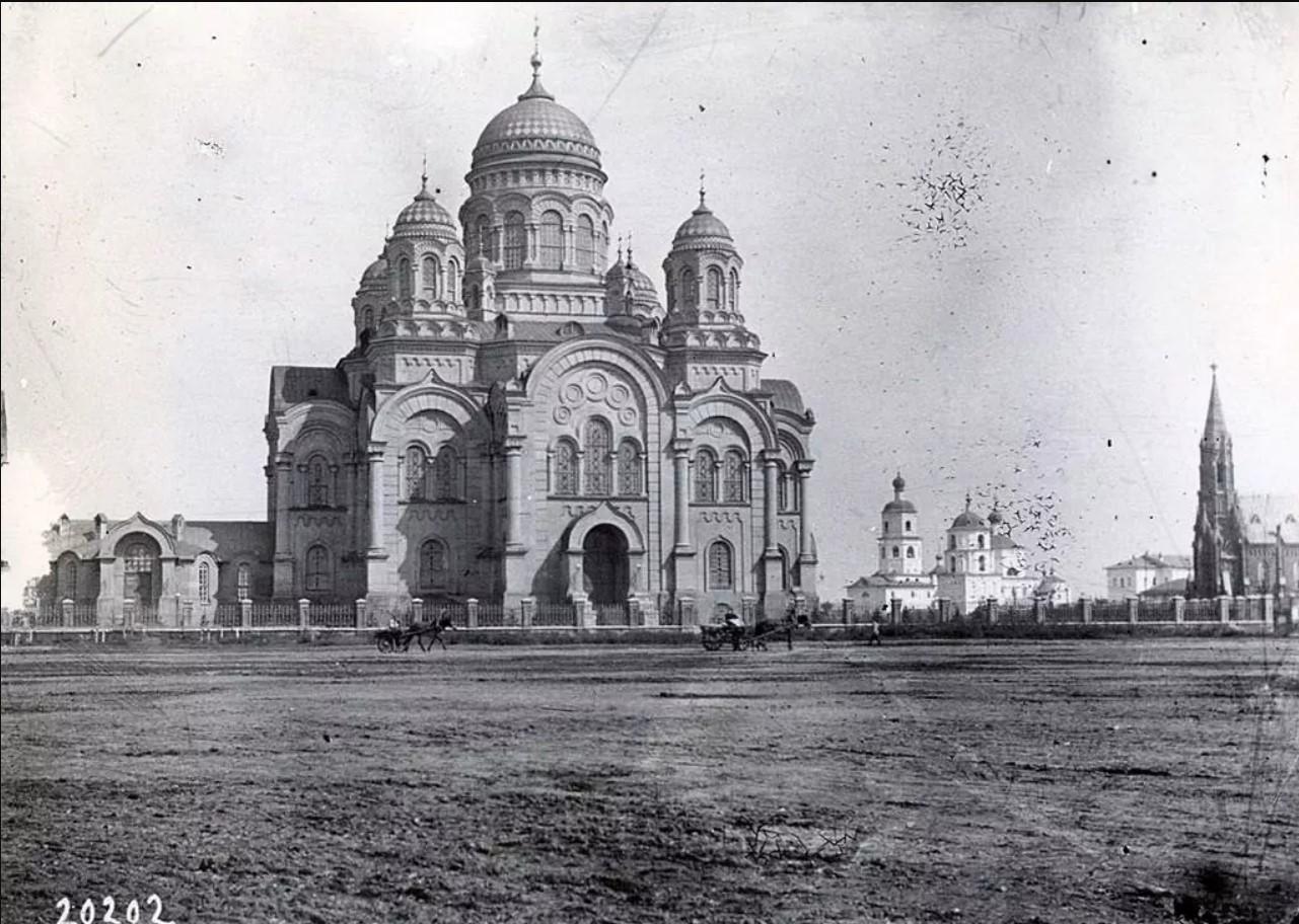 Казанский кафедральный собор, старый собор и католический костёл