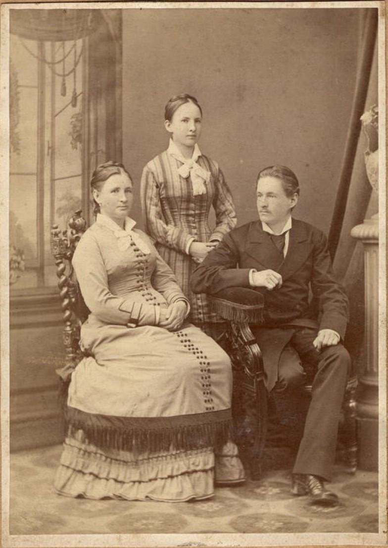 Родители Д.Н.Мамонова с его сестрой. 1870-е