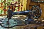 Старинная швейная машинка. Фото Олега Жукова.jpg