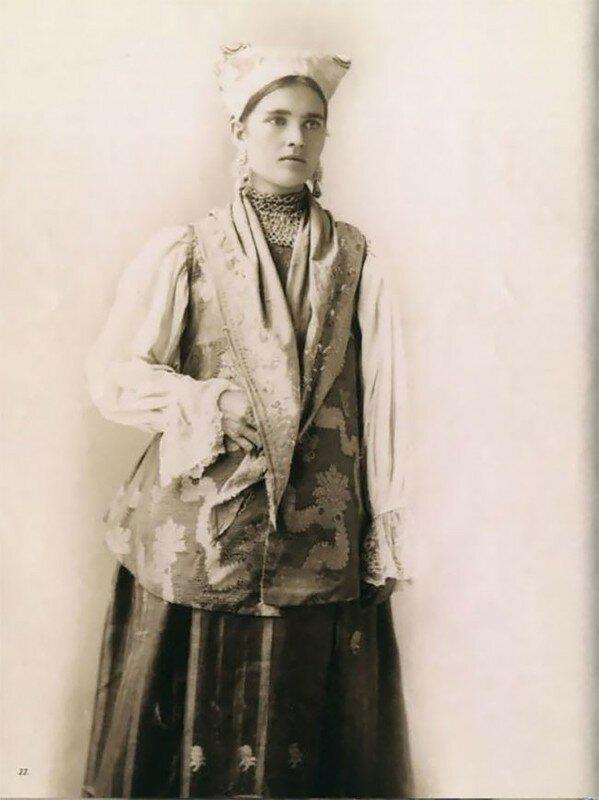 0 17a7ee 38391bdb XL - Девушки в древних славянских костюмах на старинных фотографиях