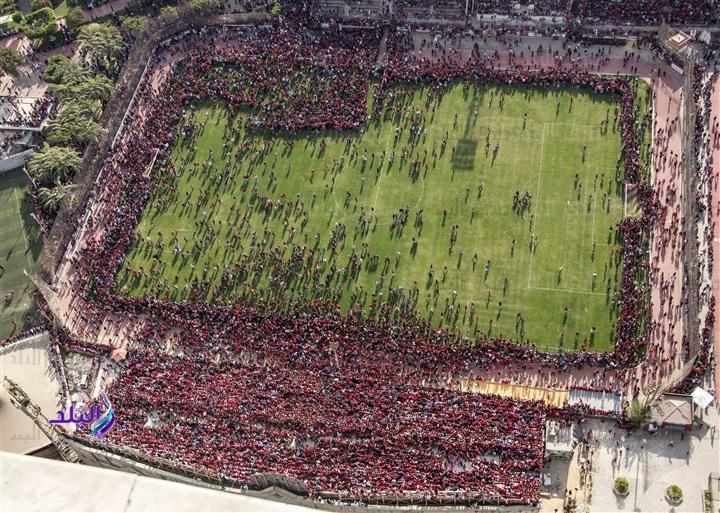 Болельщики прервали открытую тренировку египетского футбольного клуба (7 фото)