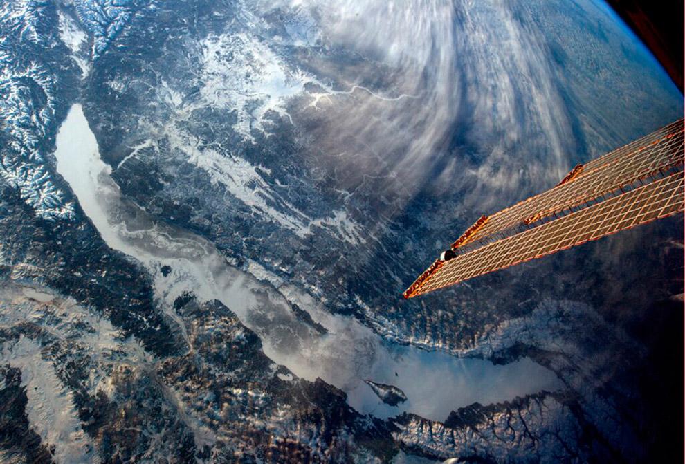 12. Несмотря на то, что озеро Байкал внесено в список Всемирного наследия ЮНЕСКО, оно находится под