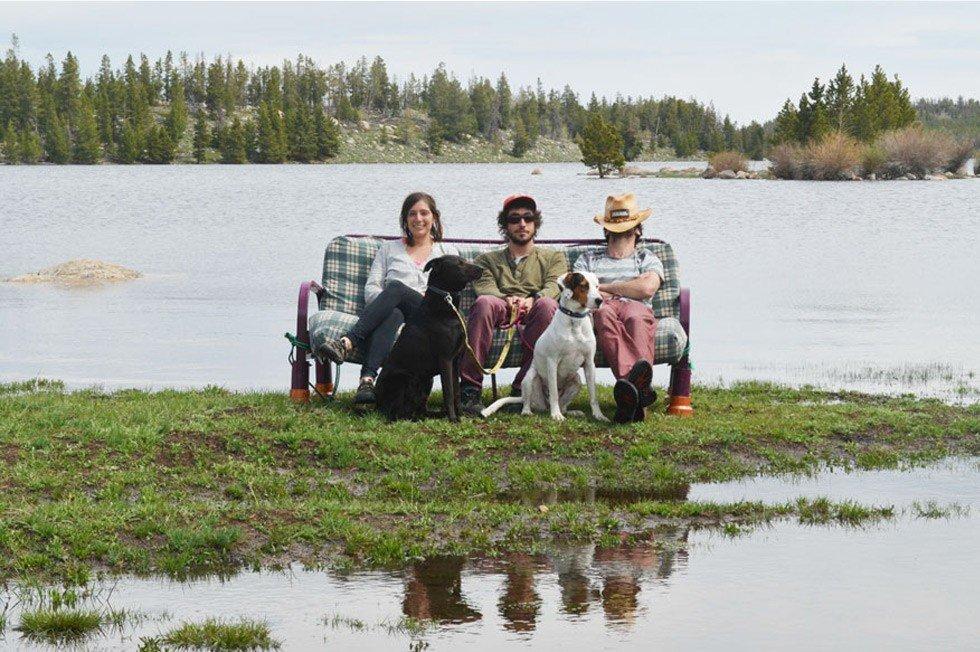 """Необычное путешествие """"на диване"""" устроили трое друзей из Америки, как бы высмеивая общественную лень"""