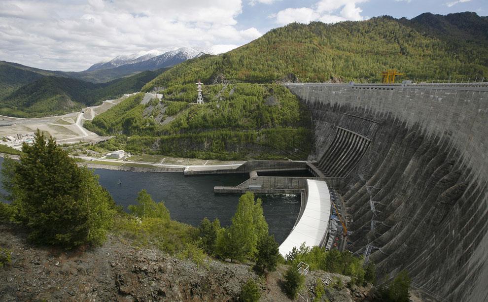 Мощь Енисея. Водосброс на Саяно-Шушенской ГЭС, 22 августа 2013. Подробнее читайте в статье « Экскурс