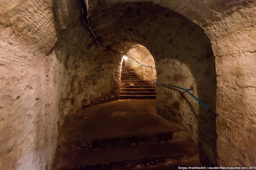 3. Новосветские тоннели имеют несущие стены из дикого камня, а опоры, ниши для вина и своды сделаны