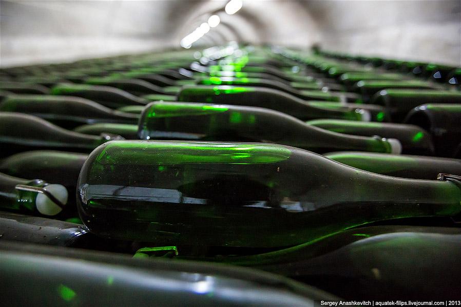 20. Убедившись, что шампанское в бутылке прозрачно и не имеет постоянных включений, бутылки направля